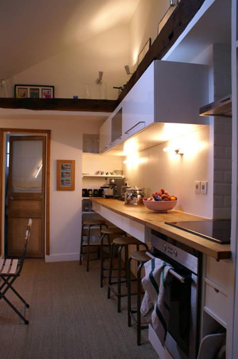 Appartement Parisien pour jeune couple- Paris- 2e: Cuisine de style  par ATELIER FB