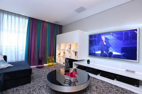 Edifício Jardim Atlântico : Salas de estar modernas por Rodrigo Maia Arquitetura + Design