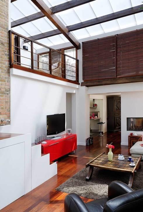 Réfection complète d'une maison à Colombes + extension, 170m² : Salon de style  par ATELIER FB