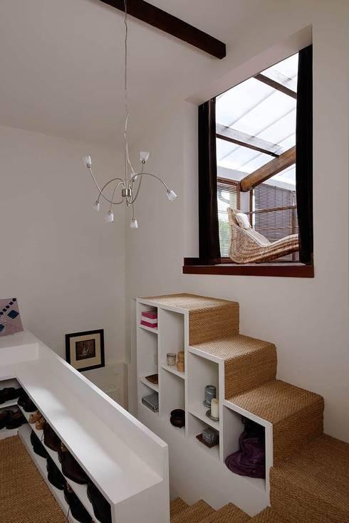 Réfection complète d'une maison à Colombes + extension, 170m² : Dressing de style  par ATELIER FB