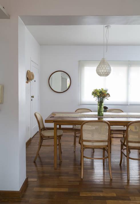 Apartamento Jardins - São Paulo: Salas de jantar modernas por Lucia Manzano