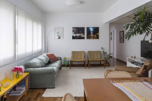 Apartamento Jardins - São Paulo: Salas de estar modernas por Lucia Manzano