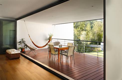 Casa Almalaguês: Terraços  por António Carvalho - Arquitectura e Urbanismo, Lda.