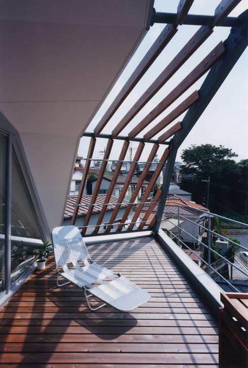 バルコニー: 一級建築士事務所 バサロ計画が手掛けたテラス・ベランダです。