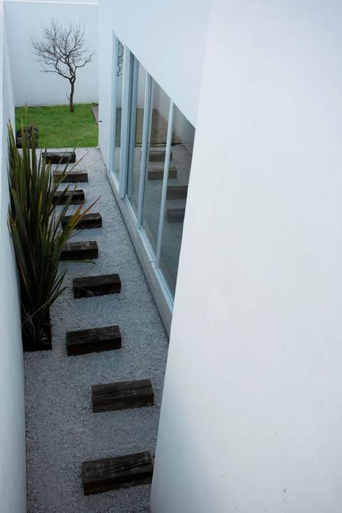 Jardines de estilo minimalista por JF ARQUITECTOS
