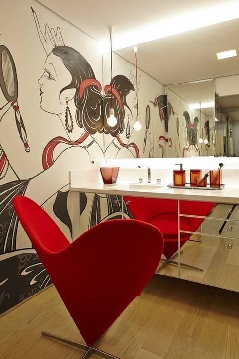 Sala de Maquiagem: Banheiros modernos por Lovisaro Arquitetura e Design