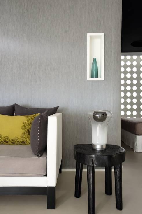 Libero: Pareti & Pavimenti in stile in stile Minimalista di Élitis