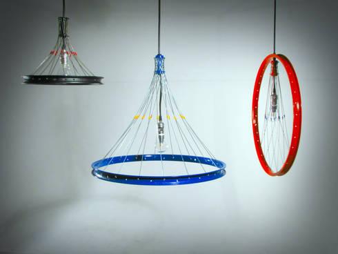 Lámparas R17: Oficinas y tiendas de estilo  por Habanero Mobiliario