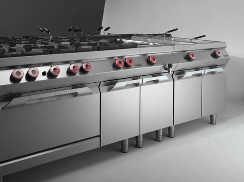 COCINAS MODERNAS: Cocinas de estilo moderno por AGUIRRE SOLUCIONES INTEGRALES