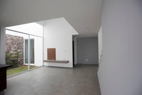 Sala: Salas de estilo minimalista por JF ARQUITECTOS