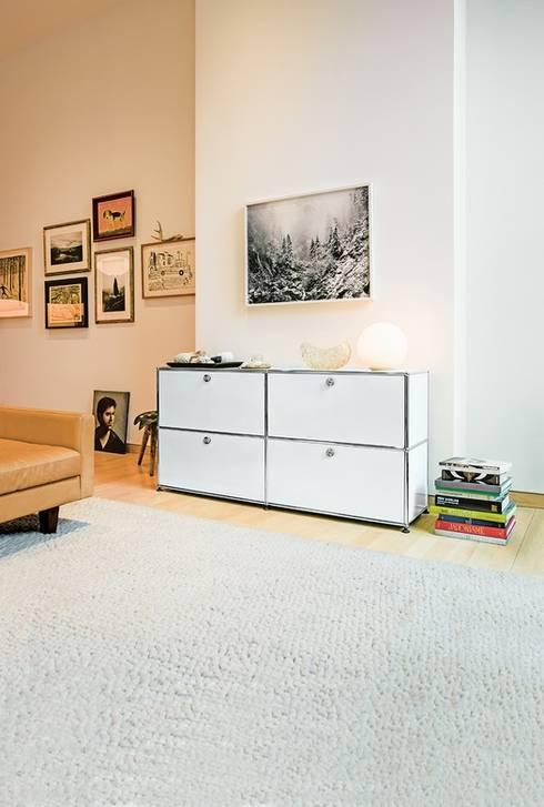 Wohnen mit USM: minimalistische Wohnzimmer von USM Möbelbausysteme