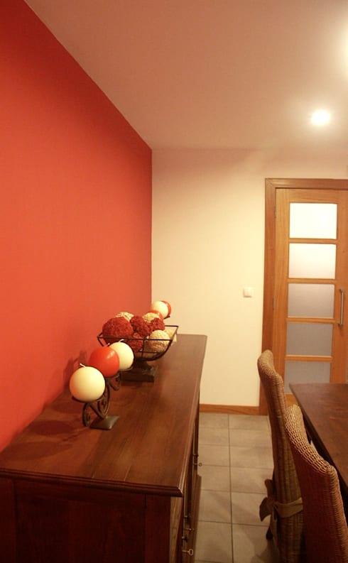 Moradia urbana no alentejo: Salas de jantar clássicas por AGUA-MESTRA, Lda;