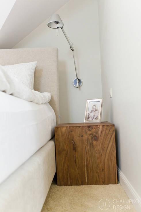 Dom pod Konstancinem: styl , w kategorii Sypialnia zaprojektowany przez Chałupko Design