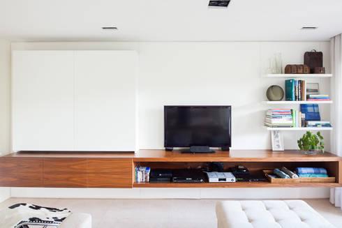 mmagalhães estúdio_Apartamento Parque: Salas multimídia modernas por mmagalhães estúdio