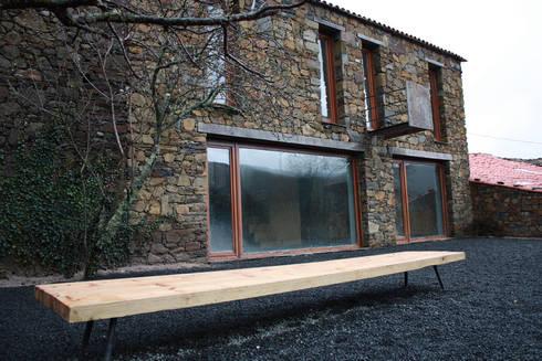 Vista exterior: Casas modernas por Atelier do Corvo