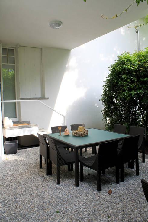 Ristrutturazione di villa privata: Giardino in stile  di Zenith-Studio Architetti Associati