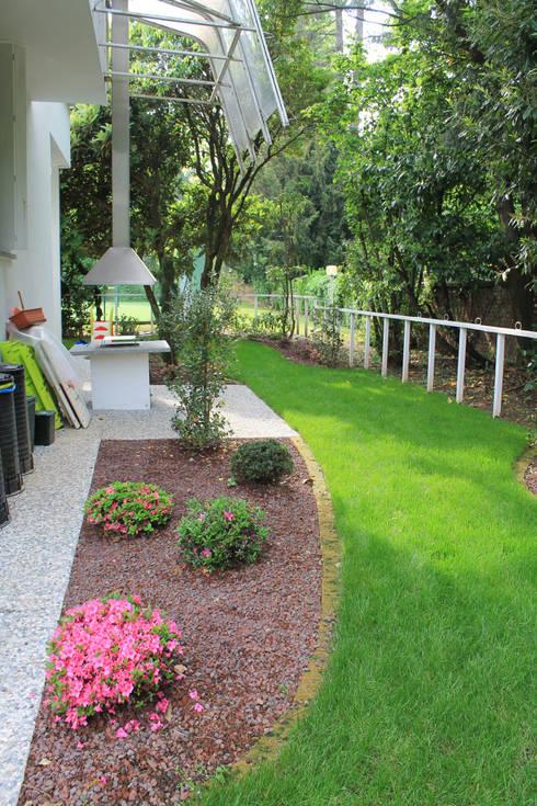 Giardino esterno: Giardino in stile  di Zenith-Studio Architetti Associati