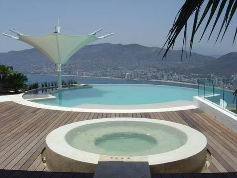Villa KW - Micheas Arquitectos: Albercas de estilo moderno por Micheas Arquitectos