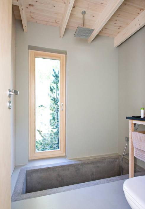 Łazienka w budynku sypialnym: styl , w kategorii Łazienka zaprojektowany przez Magdalena Zawada