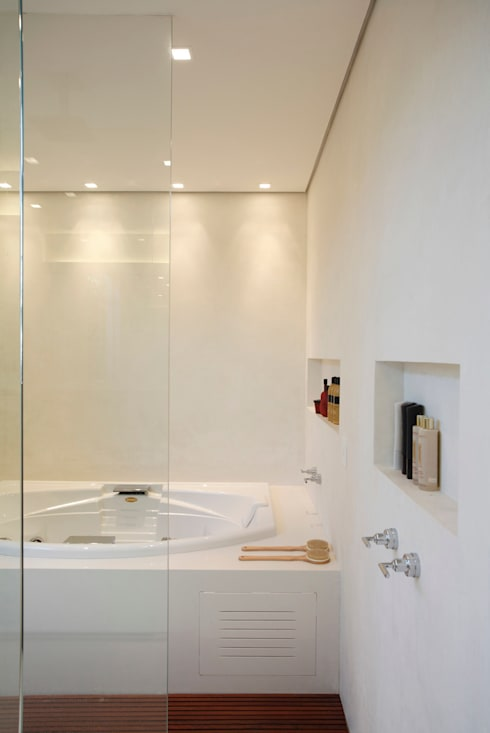 Residência Caio de Mello Franco: Banheiros modernos por Cerejeira Agência de Arquitetura