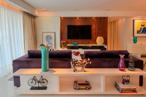 Edifício Maison Karine 02: Salas de estar modernas por Rodrigo Maia Arquitetura + Design
