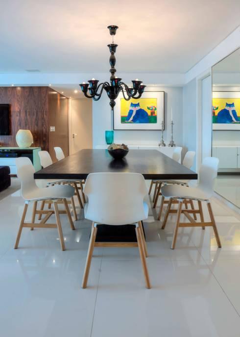 Edifício Maison Karine 02: Salas de jantar modernas por Rodrigo Maia Arquitetura + Design