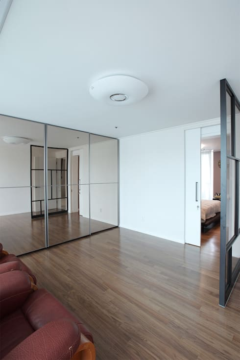 일산 강선마을 벽산아파트 58평형: MID 먹줄의  드레스 룸