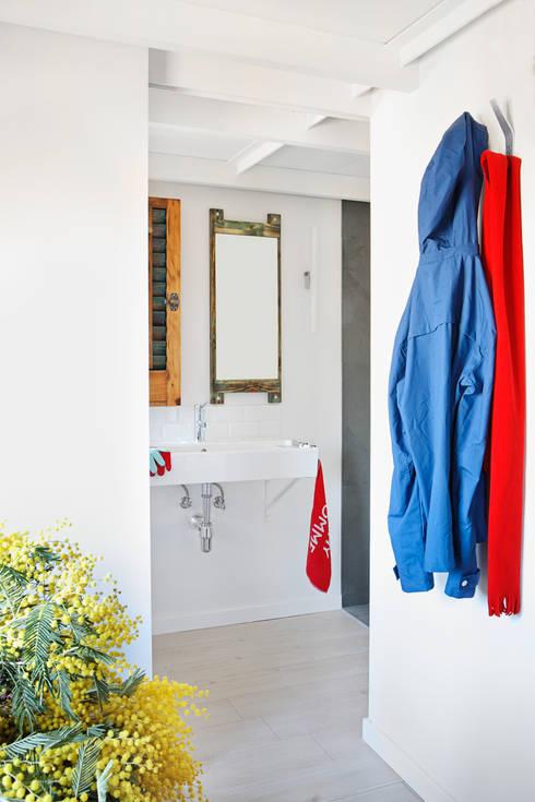浴室 by Sucursal urbana universo Sostenible