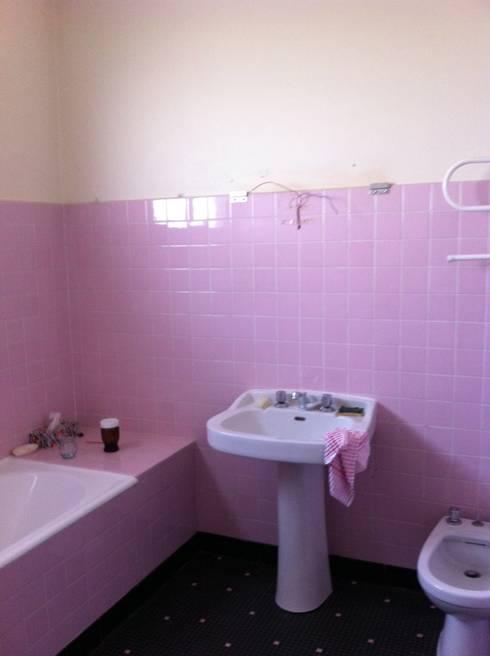 La salle de bain avant les travaux: Salle de bains de style  par Concept Home Setting