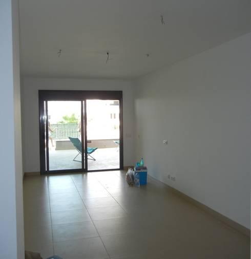 Imagen de Salón existente:  de estilo  de CARMAN INTERIORISMO