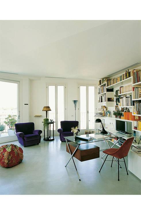 Zona studio e conversazione: Studio in stile in stile Moderno di 8&A Architetti