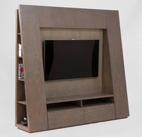 Mueble de TV triangular: Sala multimedia de estilo  por MADERISTA