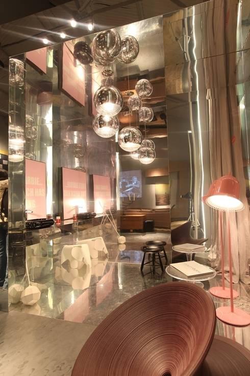Casa Cor Ceará 2011: Banheiros modernos por Rodrigo Maia Arquitetura + Design