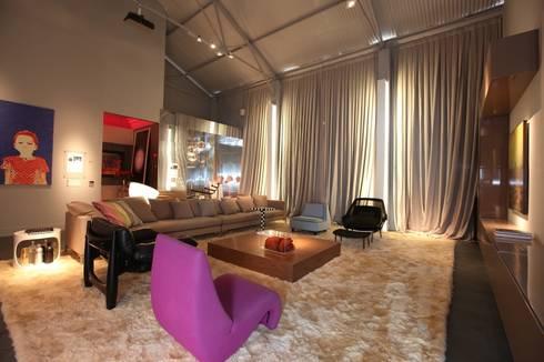 Casa Cor Ceará 2011: Salas de estar modernas por Rodrigo Maia Arquitetura + Design