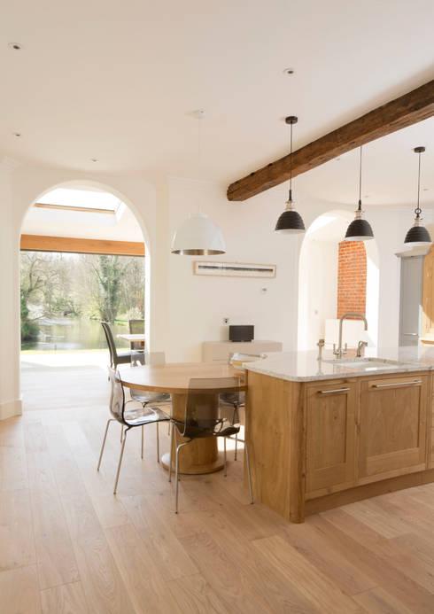 Cringleford: classic Kitchen by Hudson Architects