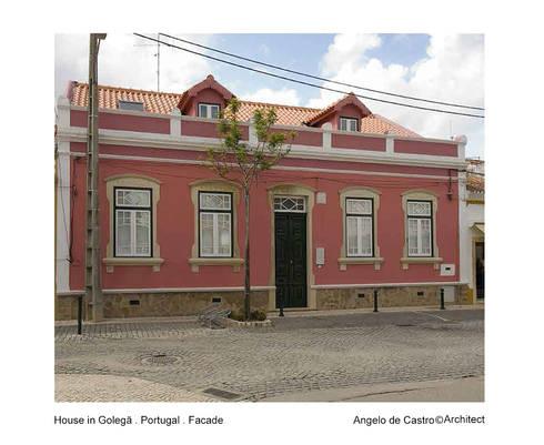 Casa na Golegã . Portugal: Casas rústicas por ADeCArquitetura
