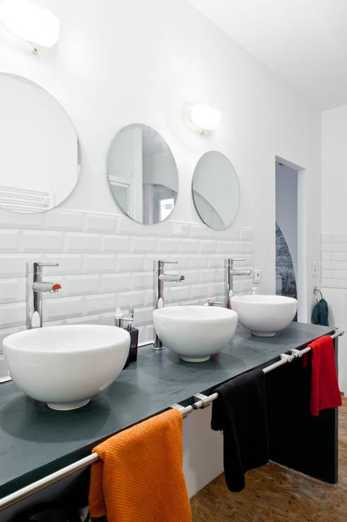 Loft Bordeaux: Salle de bains de style  par Marie Dumora