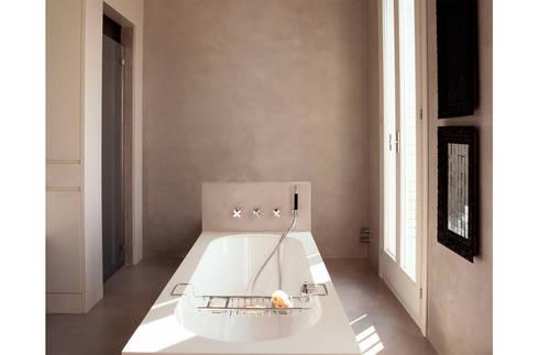 penthouse con patio di a architetti  homify, Disegni interni