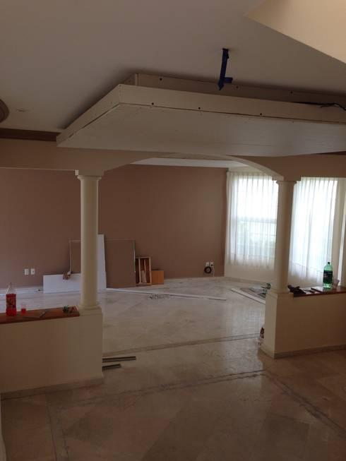 Salas de estar modernas por Alejandra Zavala P.
