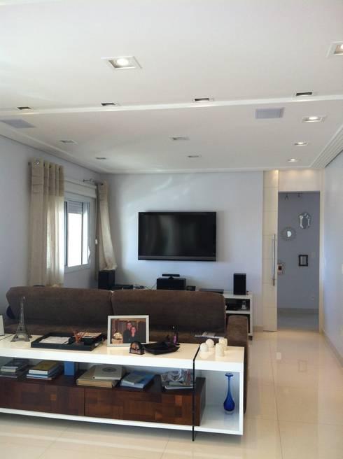 Apartamento Condomínio Central Park – Mooca: Salas de estar modernas por Projetual Arquitetura