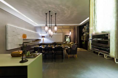 Espaço Churrasqueira para Casa Cor Mato Grosso: Salas de jantar modernas por RABAIOLI I FREITAS