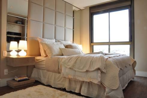 suite casal : Quartos  por Angela Meira arquitetura