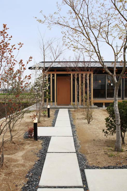 Casas de estilo asiático por 青木昌則建築研究所