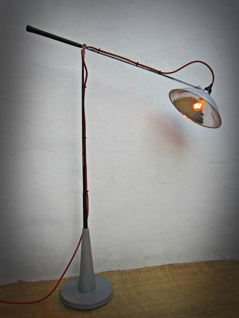 Lámpara Golf.: Hogar de estilo  por Habanero Mobiliario