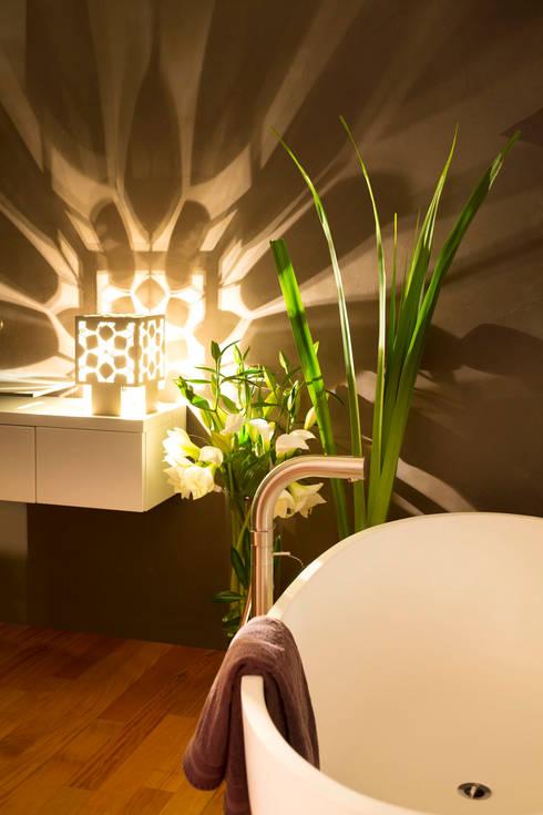 Cage de Lumière - Une application sensorielle : au spa: Spa de style de style Moderne par Yumé Péma