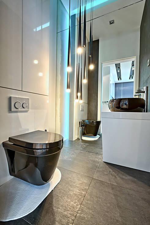 Meble na wymiar do apartamentu dwupiętrowego w Warszawie: styl , w kategorii Łazienka zaprojektowany przez 3TOP