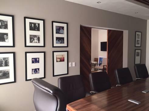Marival Hotel Office: Estudios y oficinas de estilo moderno por DECO designers