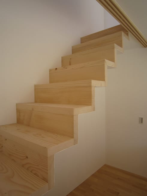 階段−1: 有限会社クリエデザイン/CRÉER DESIGN Ltd.が手掛けた玄関・廊下・階段です。