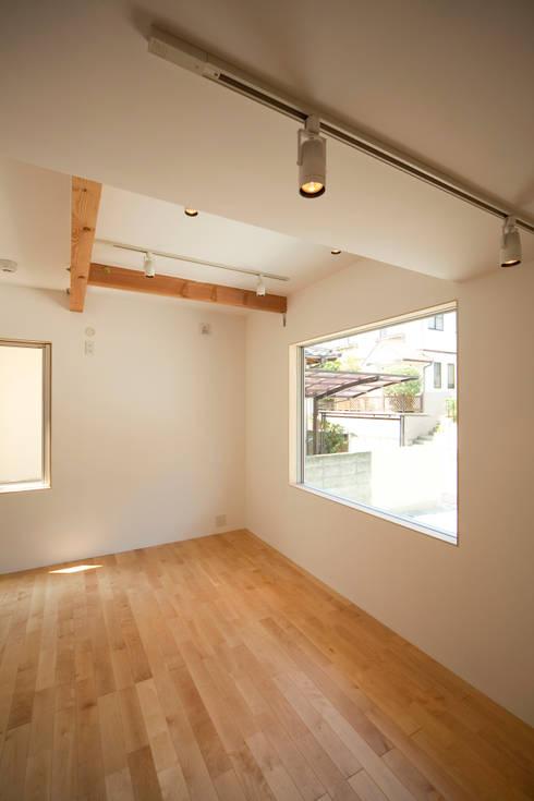 個室−3(2世帯用): 有限会社クリエデザイン/CRÉER DESIGN Ltd.が手掛けたリビングです。