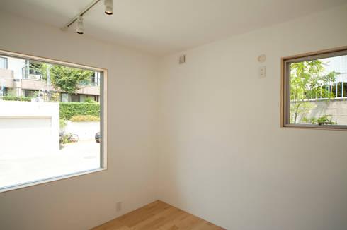 個室−4(2世帯用): 有限会社クリエデザイン/CRÉER DESIGN Ltd.が手掛けた寝室です。